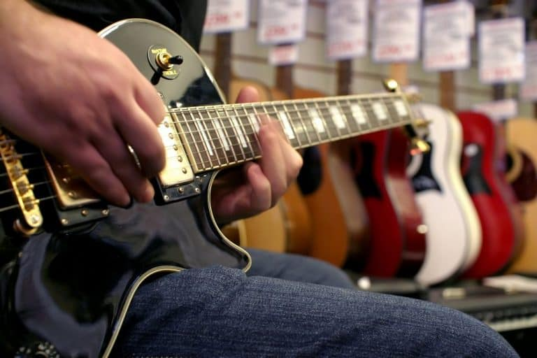 top 5 best acoustic guitars for small hands