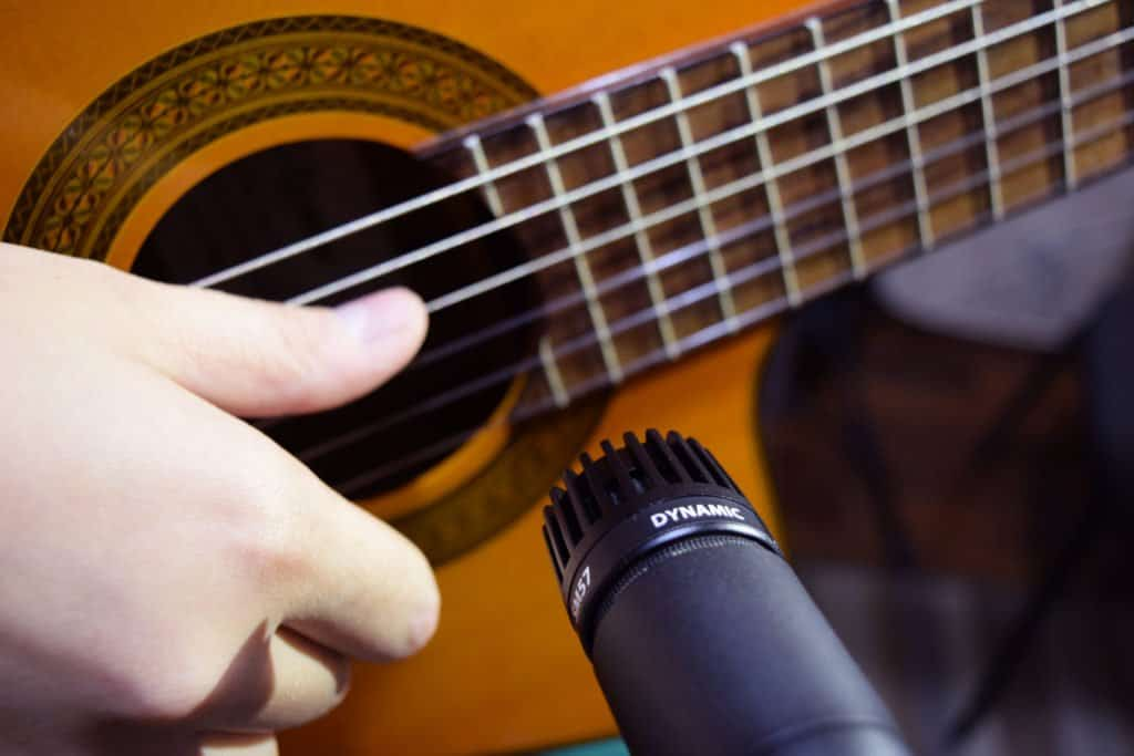 the top 10 microphones for acoustic guitars guitar space. Black Bedroom Furniture Sets. Home Design Ideas