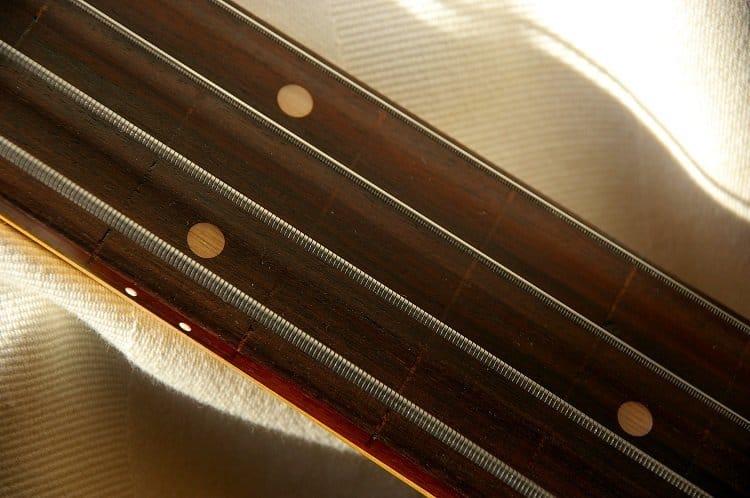 flat-wound bass guitar strings
